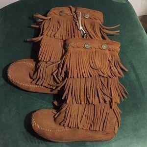 Minnetonka Girls Suede 3-Layer Fringe Concho Boot